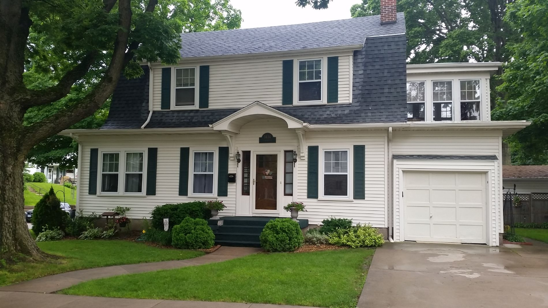 Charming dutch colonial home 1414 langworthy street for Dutch colonial house for sale